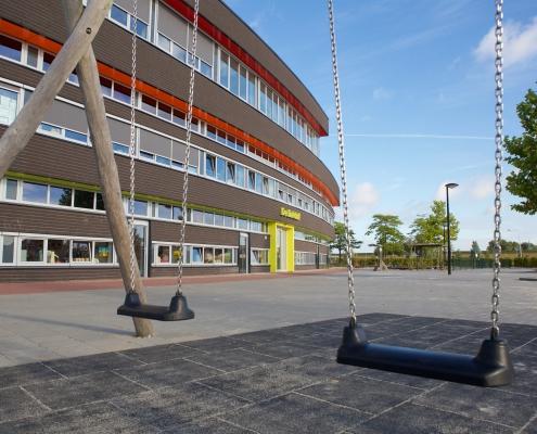 OBS de Dukdalf schommel schoolgebouw